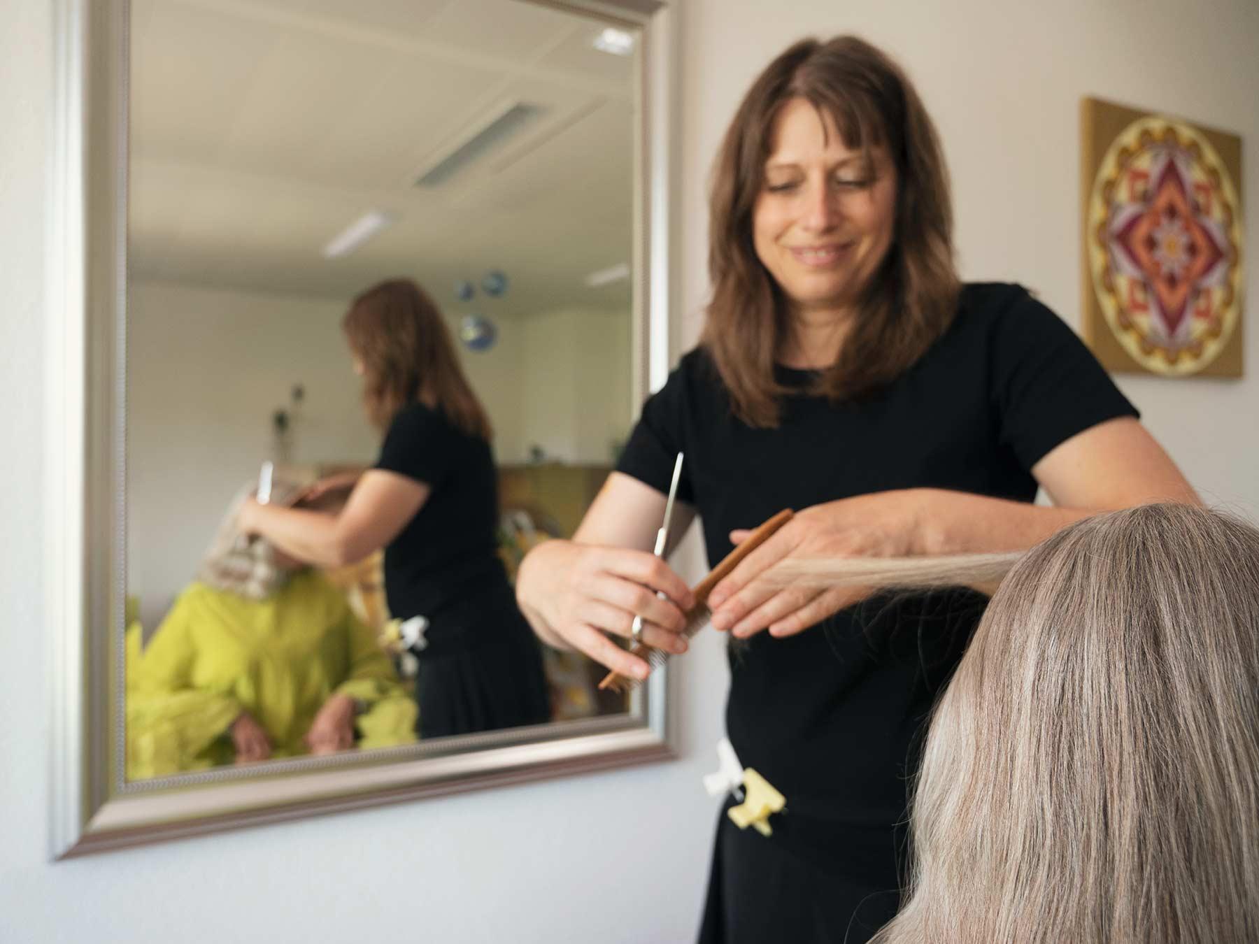 Judith Fernandez bei der Arbeit - Hair-Impulsing® in Brugg